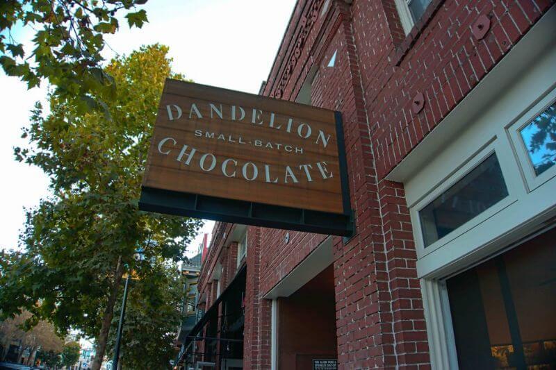 ダンデライオンチョコレートのガトーショコラ本店